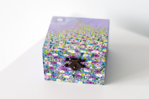 Purple floral landscape square box