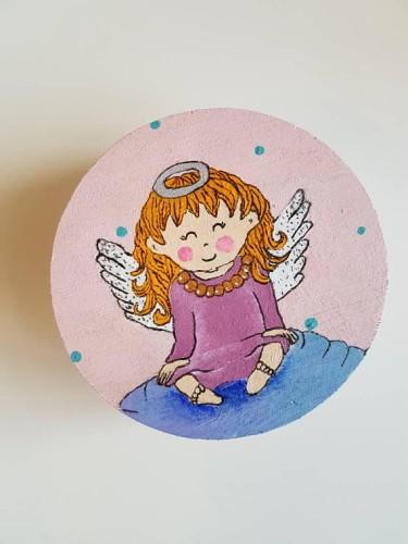 Smiling angel girl box